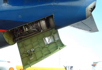 Boeing b737 auxillary power unit apu for 737 door design