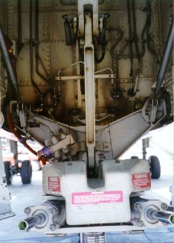 Nose wheel well